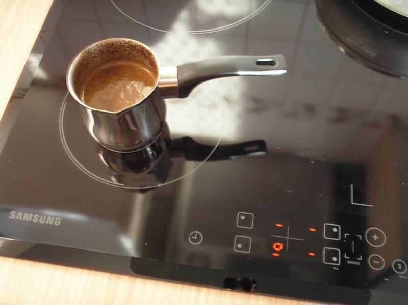 Гейзерная кофеварка для электрической, газовой и индукционной плиты